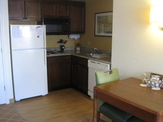 Residence Inn Alexandria Old Town/Duke Street: Big kitchen area and has everything you need
