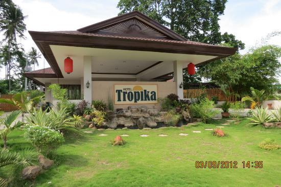 Hotel Tropika Davao: From the outside