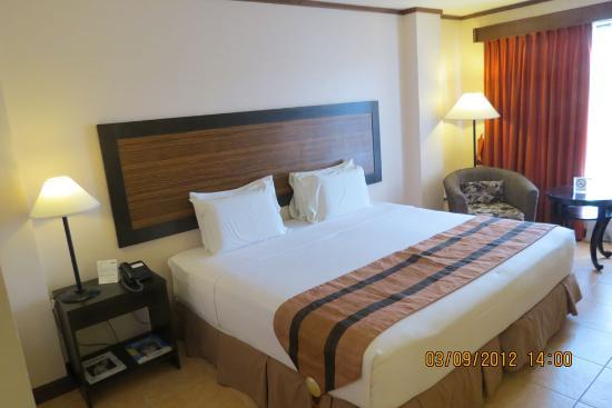 Hotel Tropika Davao: Room on 2nd floor