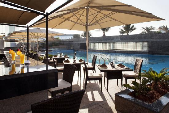 Jumeirah Emirates Towers: Pool Bar