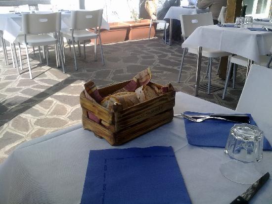 Osteria Scarchilli : i tavoli all'esterno