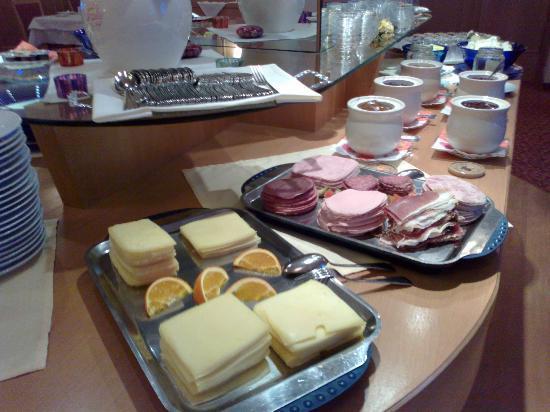 Hotel Büntali: Breakfast...