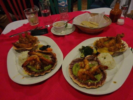 Los Arcos: Avocado shrimp & cheese shrimp