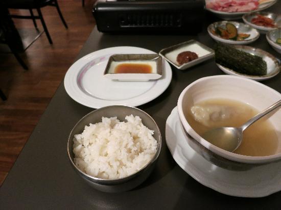 Seoul: 白いご飯と餃子スープ