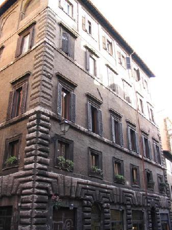 Rome Quiet Home: Navona - the building