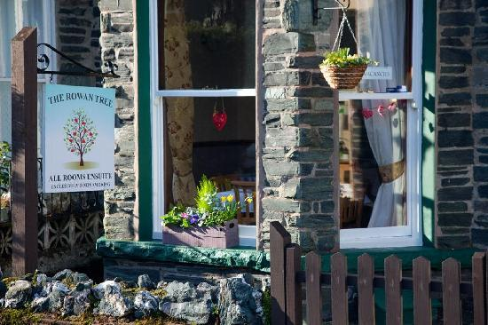 The Rowan Tree Guest House: Traditional Lakeland Slate Property