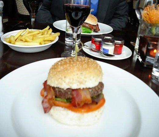 Cafe Americain Amsterdam : €20 Wagu Burger