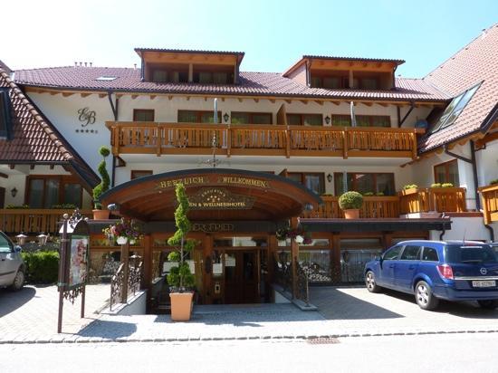 Hinterzarten, Jerman: Eingang zum Hotel