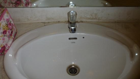 Riviera Resort Pattaya: the sink (standard room)