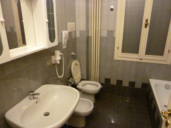 Residenza Grisostomo: Bathroom, detached from room