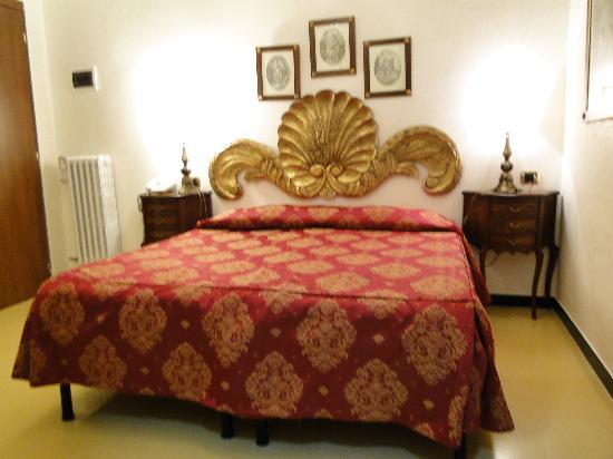 Hotel Villa Luisa : Habitacion