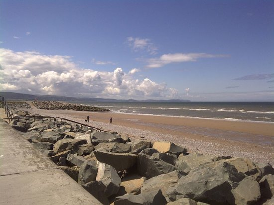 Golden Sands Holiday Park Rhyl: We've got direct access to the Beach!