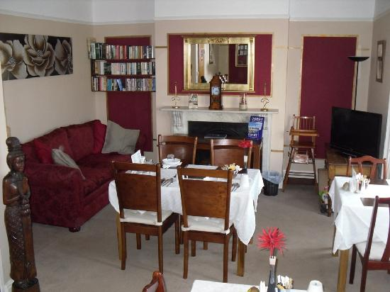 Kelston Guest House: Breakfast room
