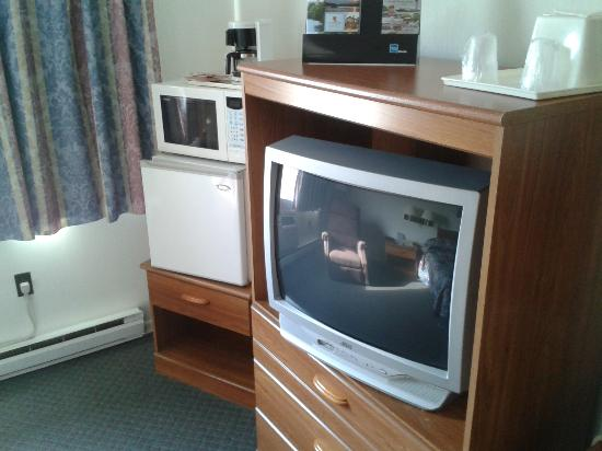 "Huntingdon Motor Inn : My ""king"" room # 42"