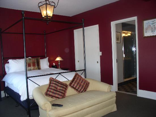 Inn On Broadway: Our room