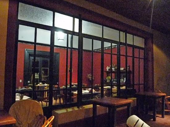 Estancia La Alameda: Dining area by night