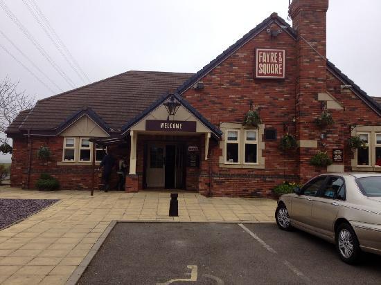 Premier Inn Northampton Bedford Rd/A428 Hotel: Lakeside Pub
