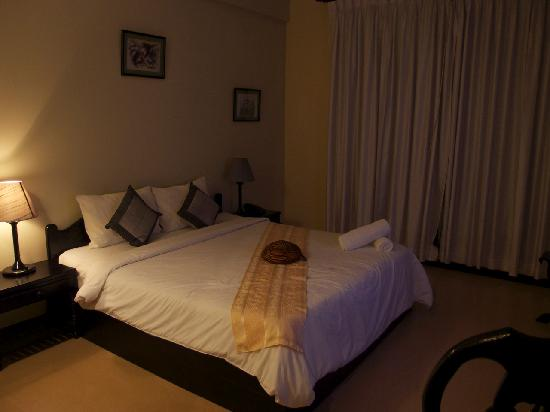 Claremont Angkor Boutique Hotel: bed