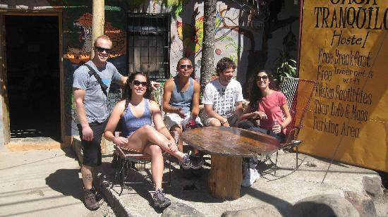 Casa Tranquilo Hostel: Chilling under the sun - ready for a hike with Elvis