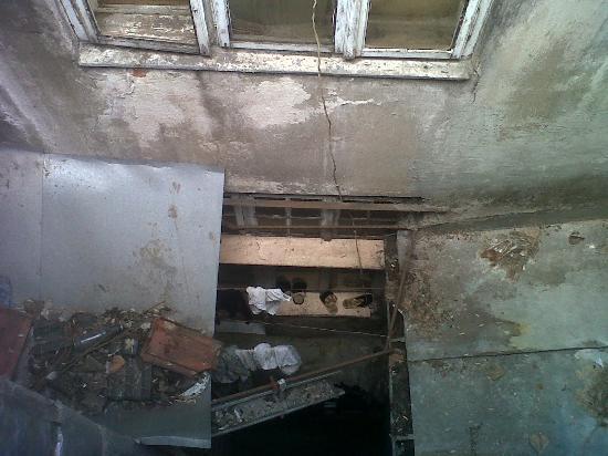 Hotel Maria Luisa: Si miras hacia abajo por la ventana, ves esto