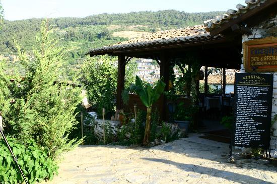 Kirkinca Arsipel Restaurant: köy manzarasına karşı