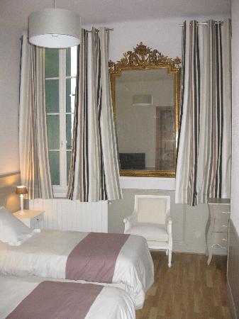 Hotel de L'Amphitheatre : chambre twin