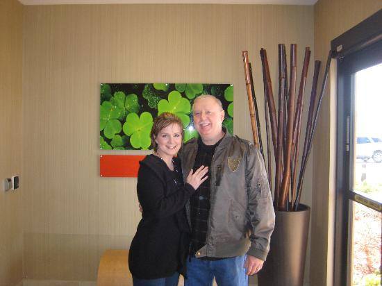 Courtyard by Marriott Tulsa Woodland Hills: Happy Couple! :)