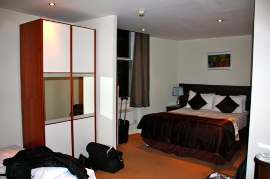 Grand Plaza Serviced Apartments: chambre pour 3 personnes