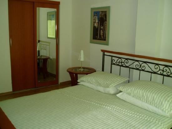 Pink Inn: room