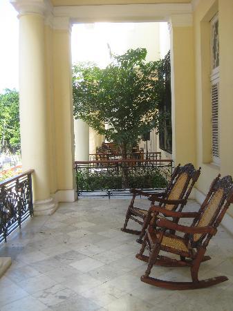 Hotel Habana Paseo: Porch