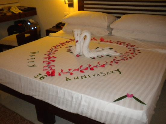 Club Hotel Dolphin Bed Decoration