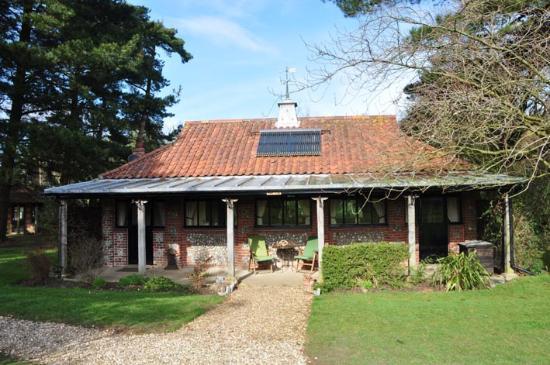 Felbrigg Lodge: View of the Oak Pavillion