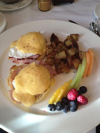 Kensington Riverside Inn: A most delicious Eggs Benedict at Chef's Table