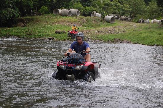 Fourtrax Adventure: River crossing