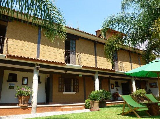 Hotel Malinalco : habitaciones desde el jardin
