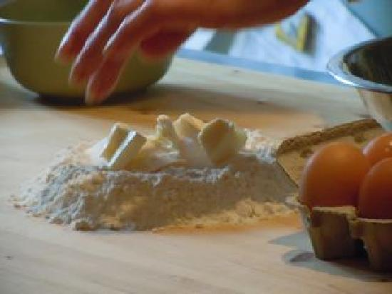 Convivio Rome Italian One Day Cooking Holidays : Making pastry: hands-on cooking lesson