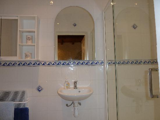 Château La Tour de Chollet : bathroom