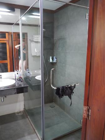 Induruwa Beach Resort: Dusche
