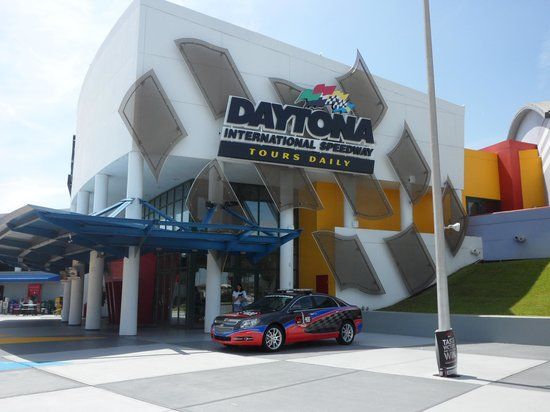 ‪Daytona International Speedway Tour‬