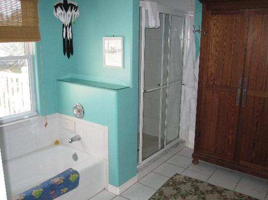 إقامة وإفطار بفندق سي بريز مانور: Jamaica Room - Shower and bathroom