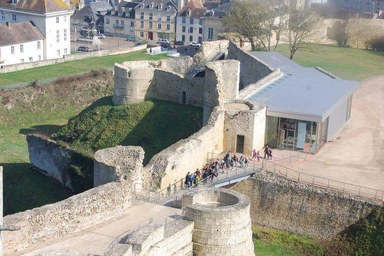 Falaise, France: The walled entry to the castle