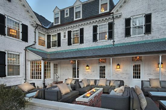30Boltwood: Outdoor seating