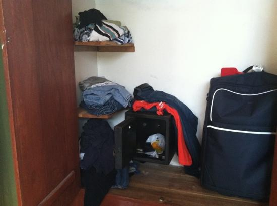 Home Sweet Home Resort: closet with safe in room #4