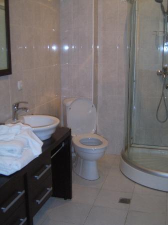 Rcheuli Marani : Bathroom