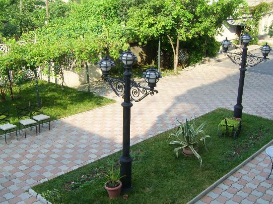 Rcheuli Marani : Courtyard