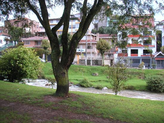 Hostal Villa Nova Inn: View from across the Tomebamba