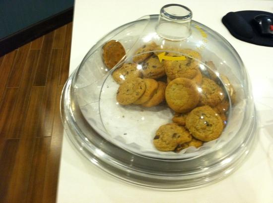 Hampton Inn White Plains / Tarrytown: cookies-just baked.