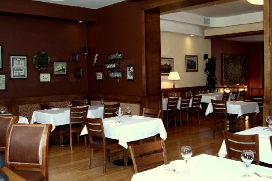 Montgomery: Bar  and Gobelin halls.
