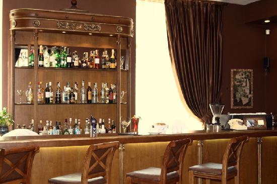 Montgomery: Bar.