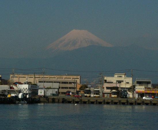 Numazu, Japon : 沼津港から見た富士山
